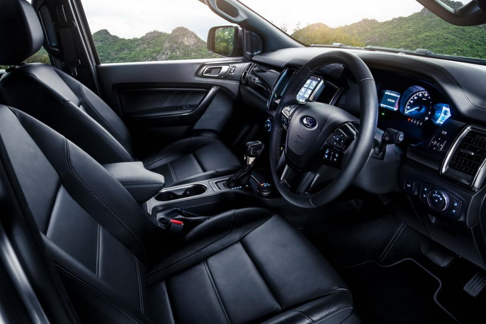 Facelifted-Ford-Everest-Facelifted-Ford-Endeavour-interior.jpg