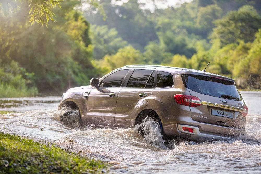 Facelifted-Ford-Everest-Facelifted-Ford-Endeavour-rear-three-quarters-off-roading.jpg