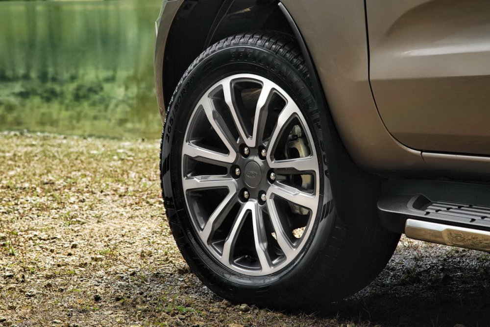 Facelifted-Ford-Everest-Facelifted-Ford-Endeavour-wheel.jpg