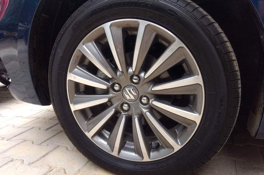 1_578_872_0_70_http___cdni.autocarindia.com_Galleries_20180820054048_Ciaz-facelift-alloy-wheel.jpg