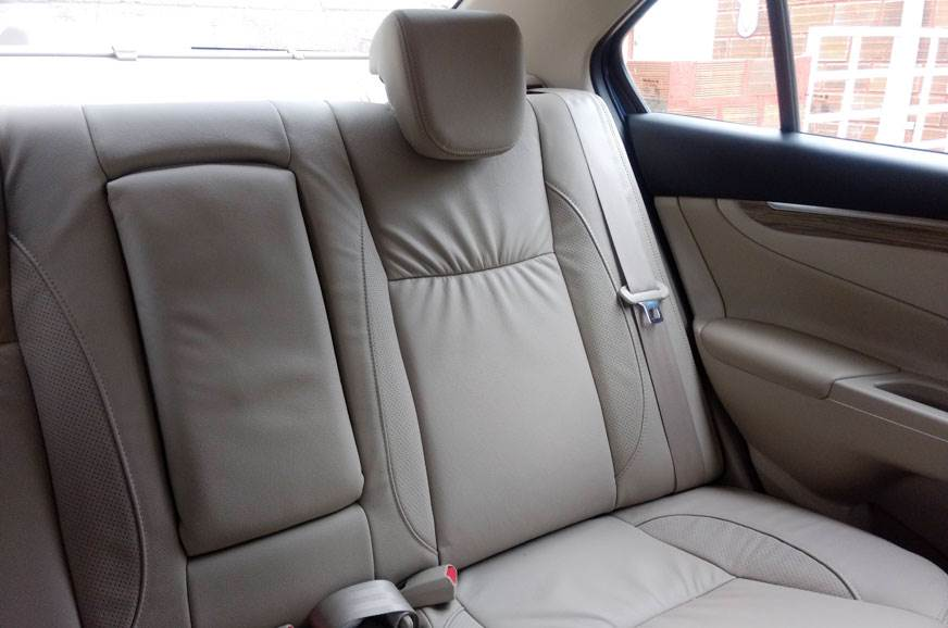 1_578_872_0_70_http___cdni.autocarindia.com_Galleries_20180820054050_Ciaz-facelift-rear-seats.jpg