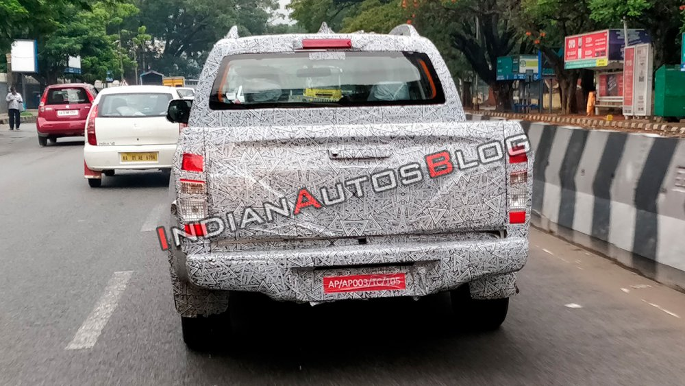 2019-isuzu-d-max-v-cross-facelift-rear-spy-shot-in-9e63.jpg