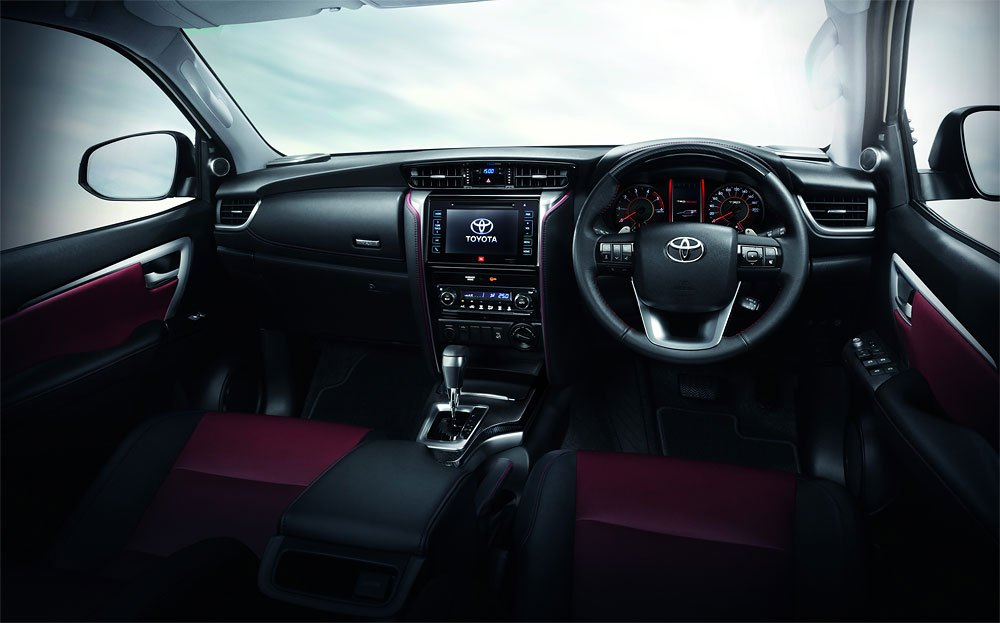 toyota-fortuner-trd-sportivo-2018-A02.jpg