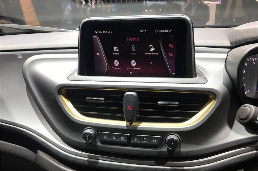 1_578_872_0_70_http___cdni.autocarindia.com_Galleries_20190305023959_Altroz touchscreen.jpg