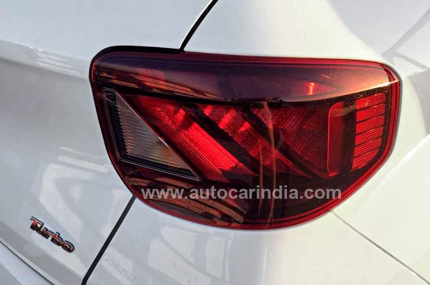 1_578_872_0_70_http___cdni.autocarindia.com_Galleries_20190417082933_VENUE_Taillight2.jpg