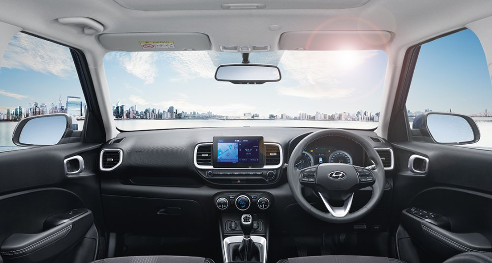Hyundai_VENUE_SUV_Interior_Mid_PC_1120x600_1.jpg