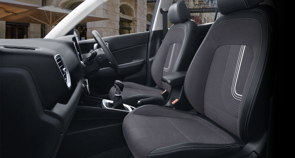 Hyundai_VENUE_SUV_Interior_Mid_PC_1120x600_4.jpg