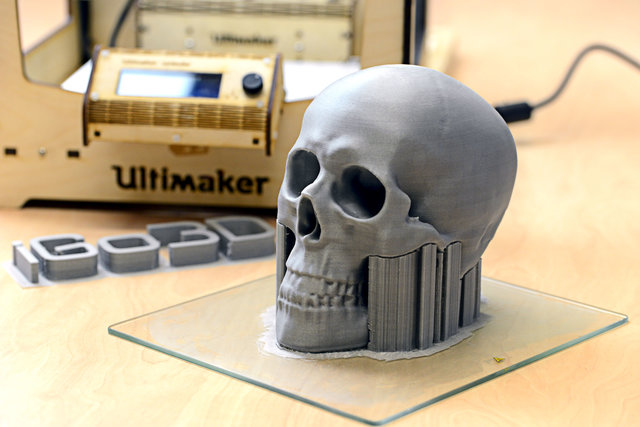 Ultimaker_Original_Plus_iGo3D_2.thumb.jpg.bd764d65f8c39c9c8e6bb08ddd91d3c1.jpg