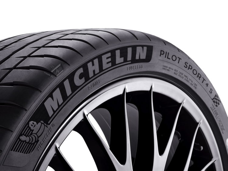 Michelin PS4S tyres for the 718 CS