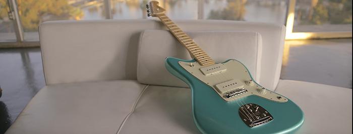 Fender American Professional Jazzmaster - Guitars - Harmony