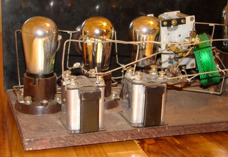 1920s_TRF_radio_manufactured_by_Signal.jpg